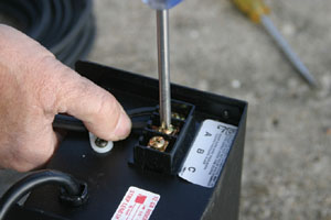 Fasten the low-voltage cable to the transformer.