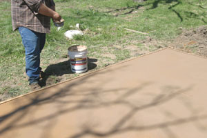 The release powder is sprinkled uniformly on the surface.