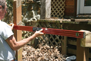 The first step is to mark a level line from the deck girders or joists to the outer support posts.