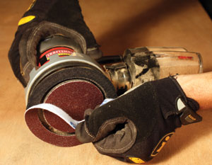The Craftsman Professional Vibrafree random-orbit sander features a pair of uniquely designed counter-balance pads that always move in opposite directions to each other. This keeps vibration to a minimum for easier control and less user fatigue.