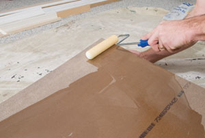 It's important to spread the glue out to the edges of both the laminate and the countertops.