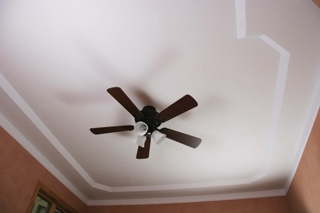 The different height levels of a tray ceiling can evoke the feeling of spaciousness by making a room's ceiling appear higher.