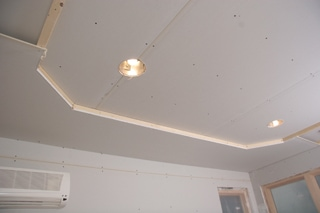 """Next, 1/2"""" thick drywall is attached to the framework. The thickness of the lowered edge is 2""""."""