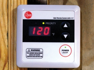 The digital display makes it simple to set the water temperature. Because the water is heated only when it is needed, the outgoing water temperature remains constant.