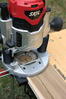 This plunge-based router from Skilis equipped with an edge guide that keeps the groove bit moving in a straight line.