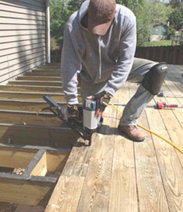 how to make a freestanding deck