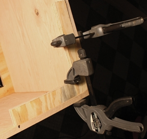 Right-angle plywood braces