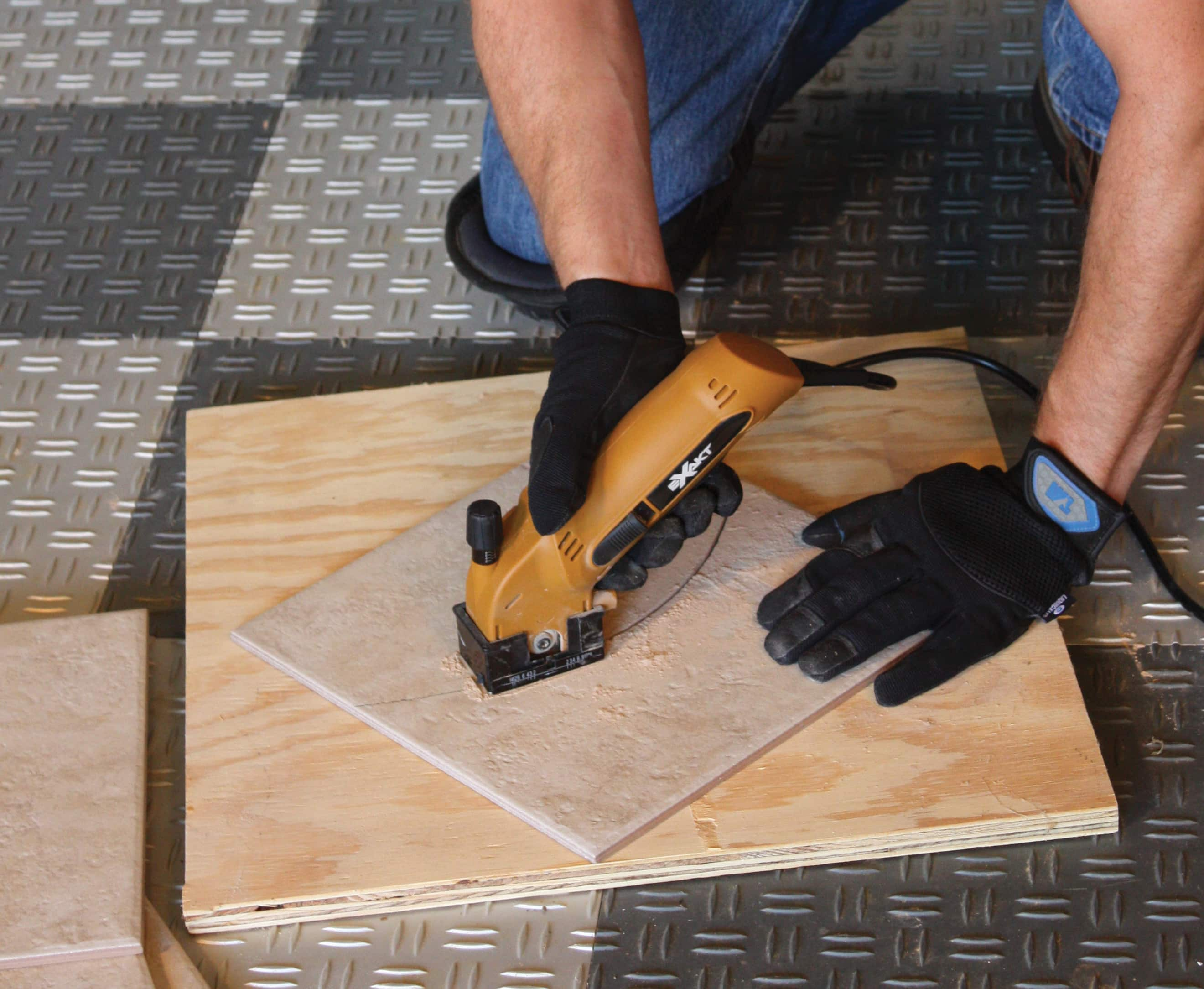 Delightful The New ExaktSaw Has The Ability To Make Plunge Cuts And Curved Cuts In  Ceramic Tile.