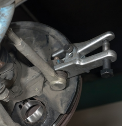 09 LW 12 02727 Removing and Replacing Tie Rod Ends and Ball Joints