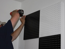 The AlligatorBoard pattern shown is the FinishLine style in black-and-white checkerboard.