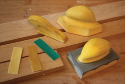 Ali Industries offers a variety of manual sanding blocks, pads and abrasives for exceptional control of the final sanding phase.