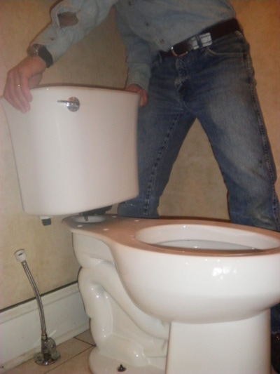 Replacing A Broken Toilet Extreme How To