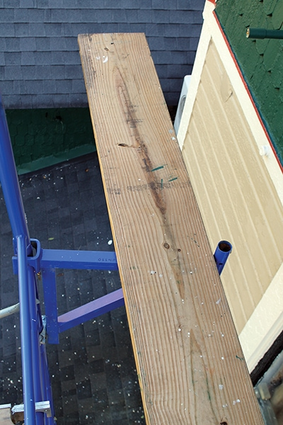 To handle extra materials, equip the brackets with boards to expand the work surface.
