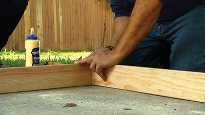 Apply wood glue to the miter joints.