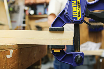 Fasten, glue and clamp the side pieces flush.
