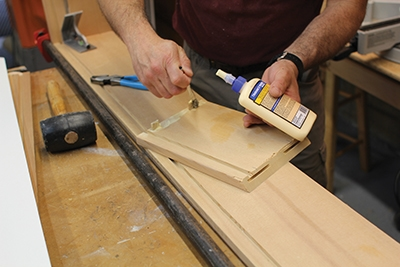 Apply quality wood glue to all corner joints.