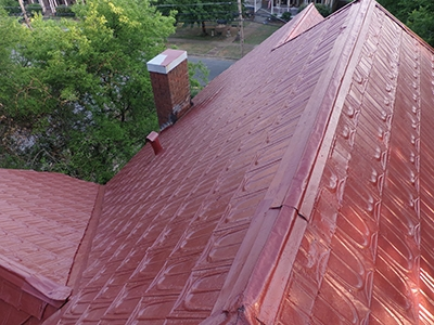 Here's the freshly painted roof, successfully achieved by a DIY'er.