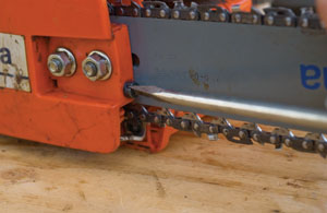 Chainsaw rx extreme how to with the clutch cover back in place apply the nuts finger tight to allow the bar to slide for chain adjustment adjust the chain so the guides are just greentooth