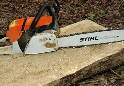 slab%20cut%20with%20chainsaw%20eht Making Outdoor Log Furniture is Quick and Easy